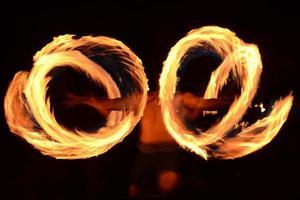 Feuertänzerin foto