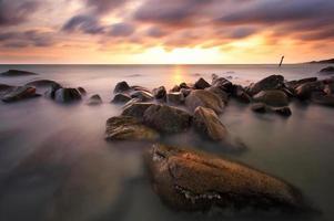 der schöne Sonnenuntergang foto