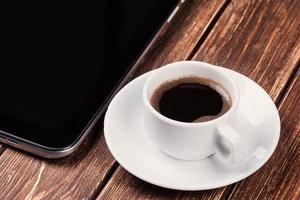 leerer Tablet-PC und Kaffee foto