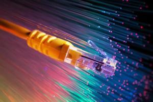 Netzwerkkabel mit High-Tech-Technologie Farbhintergrund foto