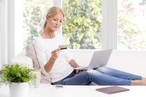 Online-Shopping zu Hause foto