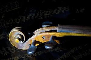 Geige und Notenblatt