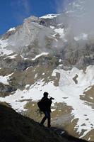 Tourist am Berghang des Cirque Troumouse