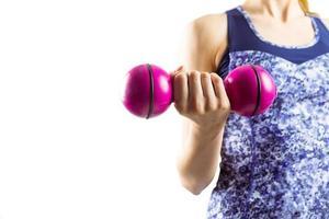 fit Frau heben rosa Hantel