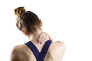 Fit Brünette mit Nackenverletzung foto