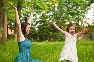 glückliche Zeit - Mutter mit ihrem Kind foto