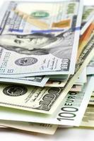 Nahaufnahme verschiedener Währungen