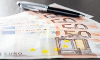 Schließen Sie die Euro-Banknote foto