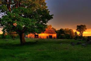 Schafstall mit stürmischem Himmel foto