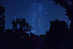 Milchstraße über der Scheune foto