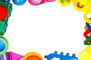 Rahmen von Spielzeugen lokalisiert auf weißem Hintergrund foto