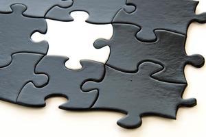 Schwarz-Weiß-Puzzleteile