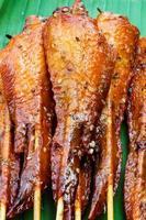 frisch gemachter Hühnerflügel-Satay-Spieß foto