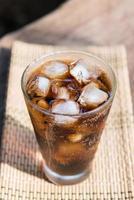 kaltes Cola beliebtestes Sprudelwasser foto
