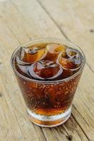 alkoholfreie Getränke auf dem Holzboden. foto