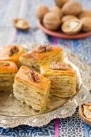 Baklava, traditionelle orientalische Süßigkeiten foto
