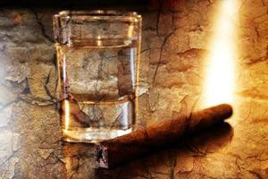Tequila und Zigarre foto