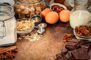 Kuchen Rezept Zutaten auf Holz Hintergrund