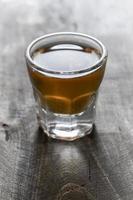 Scotch auf hölzernem Hintergrund foto