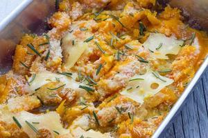 mit Käse gebackenen Kürbis kochen foto