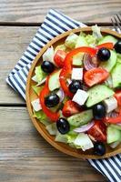 frischer Salat mit Feta-Käse