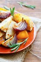goldenes gesundes gebackenes Gemüse foto