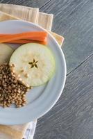 Apfel-, Karotten- und Weizensprossen foto