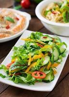 frisches Gemüse und Kräuter foto