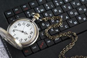 auf der Tastatur beobachten foto