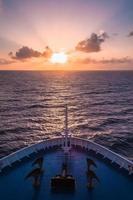 Kreuzfahrt bei Sonnenuntergang (vertikal) foto