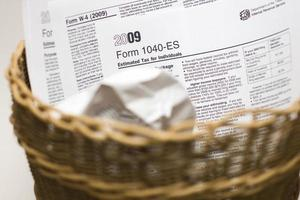 Steuern im Papierkorb foto