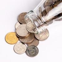 Geld in der Glasflasche foto