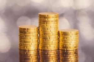 Euro-Münzen auf abstraktem Hintergrund foto