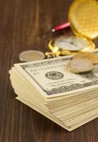 Dollar Geld Banknoten auf Holz foto