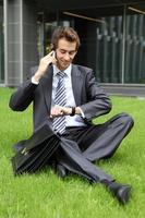 junger kaukasischer Geschäftsmann foto