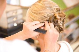 Friseur bei der Arbeit foto
