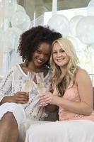 Freunde bei der Brautdusche foto