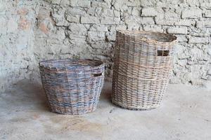 zwei geflochtene Körbe aus Bronze Jahrhundert