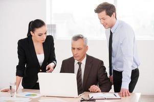 Geschäftsleute bei der Arbeit. foto