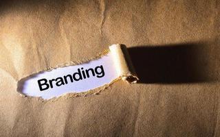 zerrissenes Papier mit Wort bestes Branding