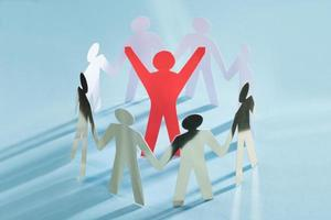 erfolgreicher Paperman, umgeben von einem Team, das die Einheit repräsentiert