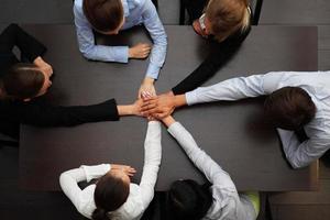 Geschäftsleute Händchen haltend foto