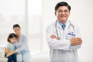vietnamesischer Kinderarzt foto