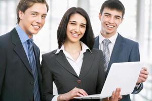 junge Geschäftsleute. Zusammenarbeit. foto