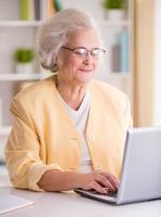 Porträt der älteren Frau foto