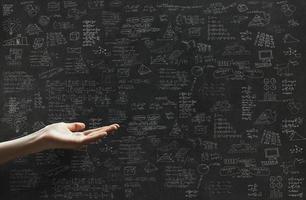 Geschäftsplan und eine Hand