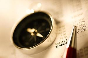 Budget, Kompass und Stift foto