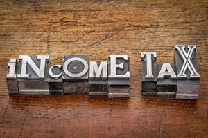 Einkommensteuer in Metallart foto