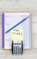 Zeit für die Vorbereitung der Einkommensteuerrückerstattung foto
