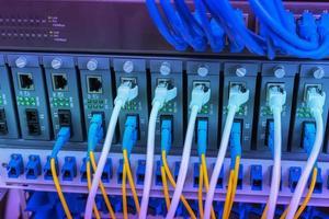 Technologiezentrum mit Glasfaserausrüstung foto